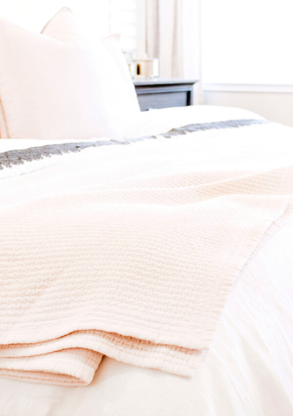 4 Big Reasons You Need a Clutter-Free Bedroom